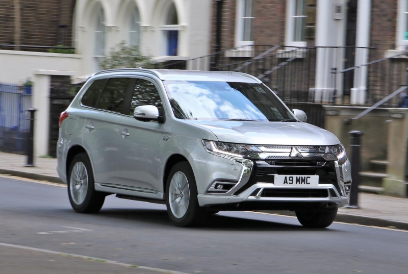 MITSUBISHI OUTLANDER PHEV CUSTOMERS CLEAN UP WITH £4,500 SCRAPPAGE OFFER
