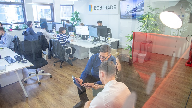 Climbing the proverbial ladder: how Bobtrade CEO Shneor Crombie is transforming the future of the building supplies market